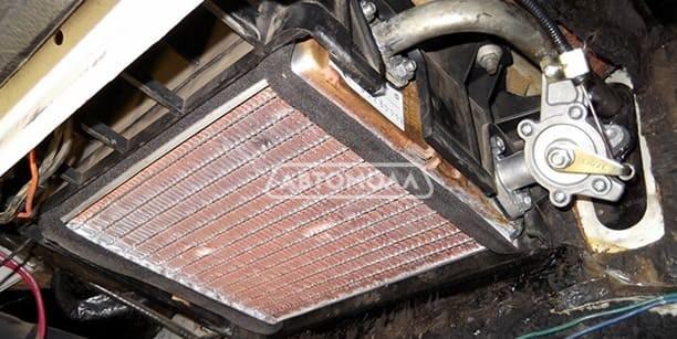 Kak pomenyat radiator pechki