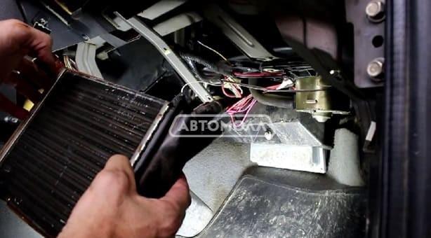 Kak zamenit radiator pechki